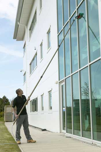 high-reach-commercial-window-cleaning-350